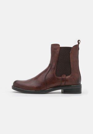 Kotníkové boty - chestnut antic