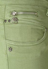 Freeman T. Porter - ALEXA CROPPED NEW MAGIC - Pantalones - turf green - 6