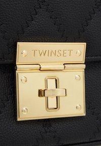 TWINSET - Taška spříčným popruhem - nero - 3