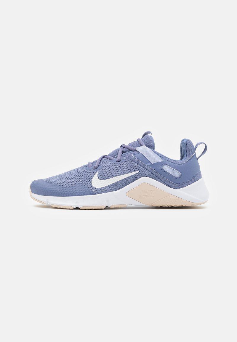 Nike Performance - LEGEND ESSENTIAL - Chaussures d'entraînement et de fitness - world indigo/summit white/ghost