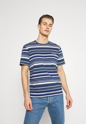 LOGO TEE - T-shirt print - colman slate desert