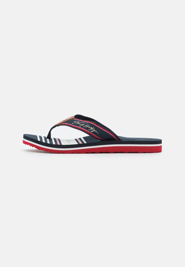 SIGNATURE BEACH  - Sandaler m/ tåsplit - red/white/blue