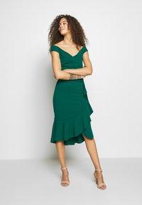 SISTA GLAM PETITE - DESTA - Vestido de cóctel - green - 0
