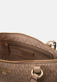 MICHAEL Michael Kors - SEMI LUX - Handbag - truffle - 4