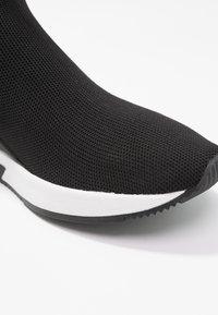 MICHAEL Michael Kors - SKYLER - Höga sneakers - black - 2