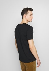 Benetton - BASIC VNECK - T-shirt basic - black - 2