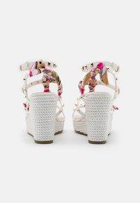 Tata Italia - SERENA  - Korkeakorkoiset sandaalit - white - 3