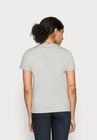 Tommy Hilfiger - HERITAGE CREW NECK GRAPHIC TEE - T-shirt con stampa - light grey heather - 2