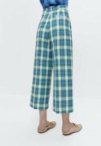Uterqüe - Trousers - green - 2