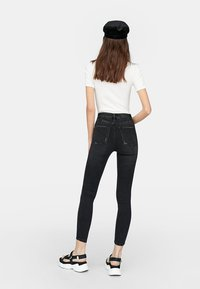 Stradivarius - HIGH WAIST  - Jeans Skinny Fit - black - 2