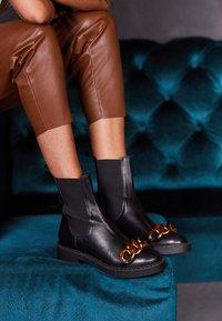 Bianca Di - CHAIN - Platform ankle boots - nero - 4
