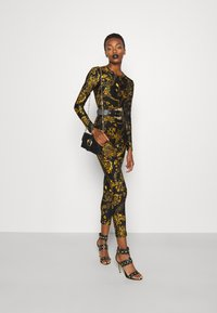 Versace Jeans Couture - GYM - Mono - black/gold - 1