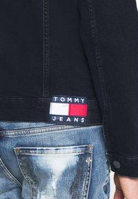 Tommy Jeans - REGULAR TRUCKER - Spijkerjas - oslo blue - 6