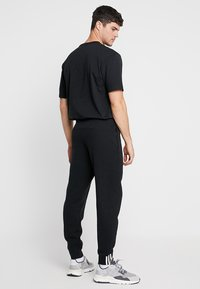 adidas Originals - REVEAL YOUR VOICE - Pantalones deportivos - black - 2