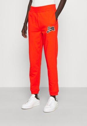 EJOY LOGO JOGGER - Teplákové kalhoty - orange