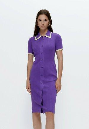 STRICK MIT POLO-KRAGEN - Gebreide jurk - purple