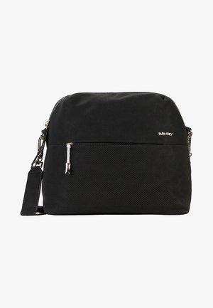 BEVVY - Across body bag - black