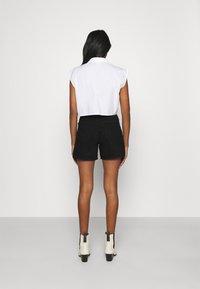 Gina Tricot - DAGNY MOM - Shorts di jeans - black - 2