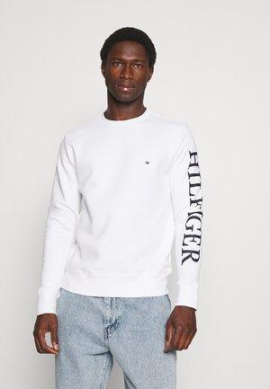 LOGO ON SLEEVE CREWNECK - Sweatshirt - white