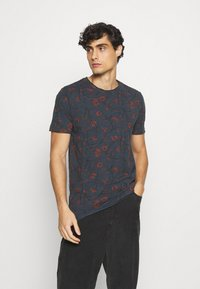 Solid - MALE  - T-shirt med print - insignia - 0