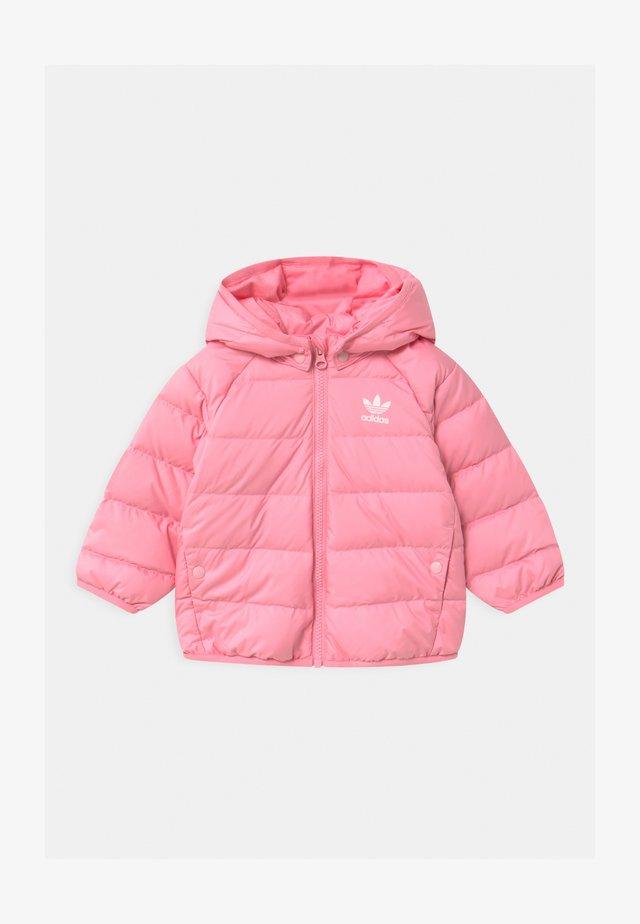 UNISEX - Bunda zprachového peří - light pink