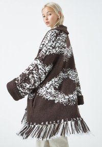 PULL&BEAR - Cardigan - dark brown - 4