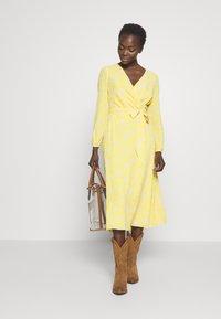 Lauren Ralph Lauren - PRINTED DRESS - Denní šaty - true marigold - 1