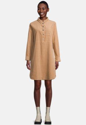 MIT KRAGEN - Shirt dress - dusty almond