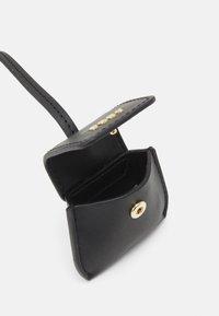 DKNY - AIR POD HOLDER - Key holder - black/gold-coloured - 1