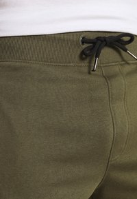 Pier One - 2 PACK - Shorts - khaki/dark blue - 4