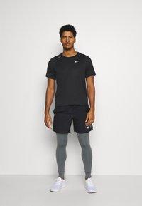 Nike Performance - Funktionstrøjer - black/white - 1