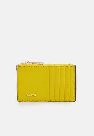 CARD HOLDER BASIC JUNGLE - Lompakko - yellow