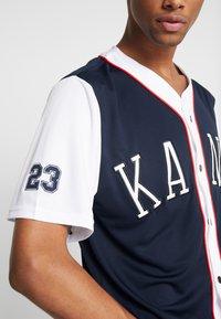 Karl Kani - COLLEGE BASEBALL SHIRT - Shirt - navy/white/red - 5