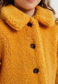 WE Fashion - TEDDY  - Abrigo de invierno - ochre yellow - 2