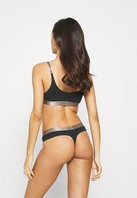 Calvin Klein Underwear - ICONIC THONG - String - black - 0
