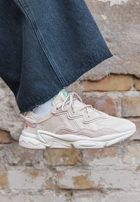 adidas Originals - OZWEEGO  - Trainers - halo ivory/chalk white - 2