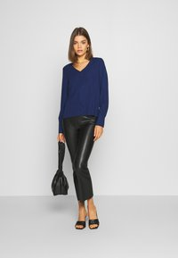 ONLY - ONLFRANCY LIFE V-NECK - Blouse - black/tiny electric leo/sodalite - 1