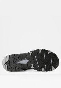 The North Face - W VECTIV EXPLORIS MID FUTURELIGHT - Chaussures de marche - tnf black/meld grey - 4