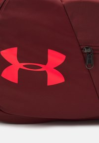 Under Armour - UNDENIABLE  - Sports bag - cinna red - 4