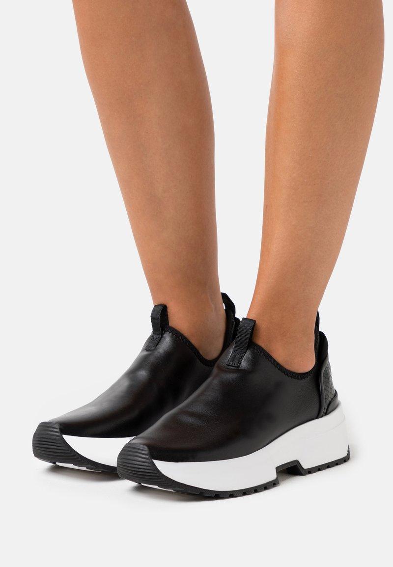MICHAEL Michael Kors - COSMO STRETCH SLIP ON - Sneakers laag - black