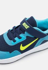 Nike Sportswear - WEARALLDAY UNISEX - Matalavartiset tennarit - midnight navy/volt/baltic blue/white - 5