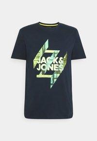 Jack & Jones - JJSPRING FEELING TEE CREW NECK - Print T-shirt - navy blazer - 0