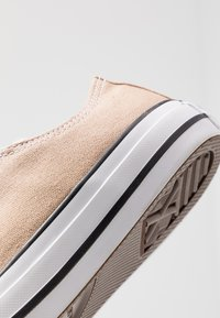 Converse - CHUCK TAYLOR ALL STAR SEASONAL COLOR - Sneakers - desert khaki - 5