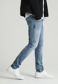 CHASIN' - CROWN BARKIS - Straight leg jeans - blue - 2