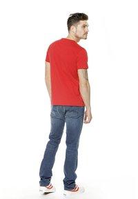 K-Way - PETE MACRO LOGO - Print T-shirt - red - 4