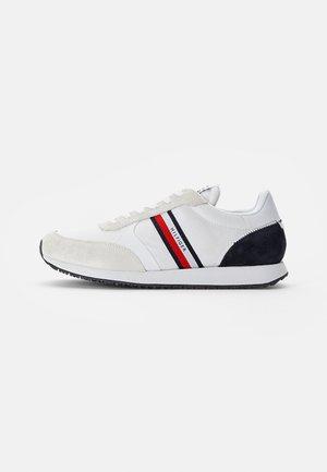 RUNNER - Sneakers - white
