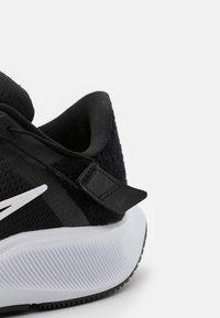 Nike Performance - AIR ZOOM PEGASUS 38 FLYEASE 4E - Neutrala löparskor - black/white/anthracite/volt - 5