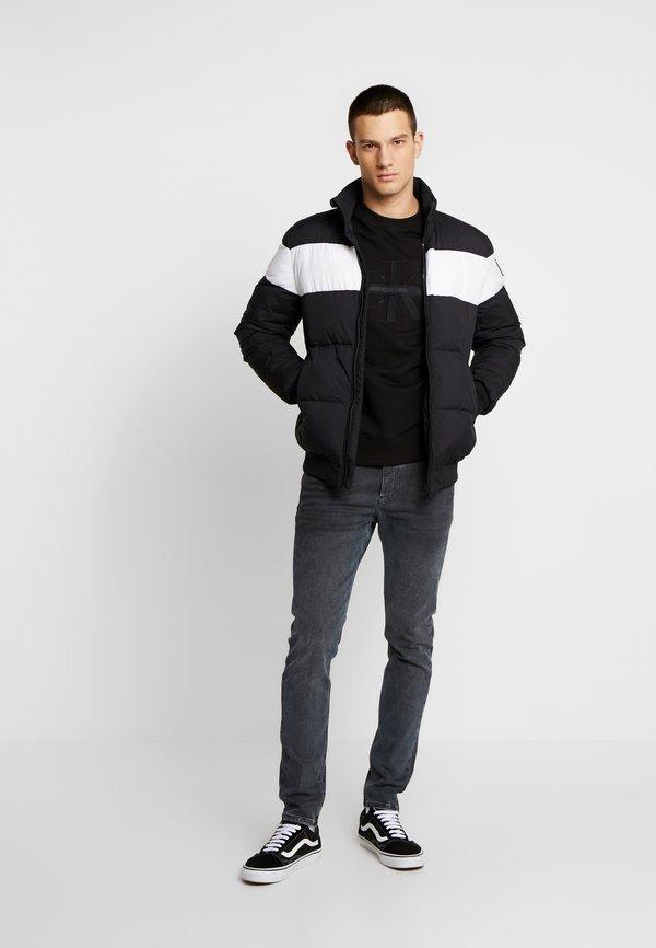 Calvin Klein Jeans TAPING THROUGH MONOGRAM - Bluza - black/czarny Odzież Męska KMRV
