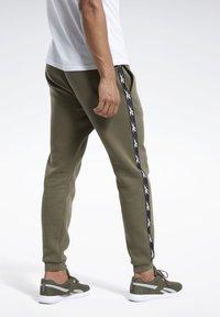 Reebok - TAPE JOGGER - Teplákové kalhoty - armygr - 2
