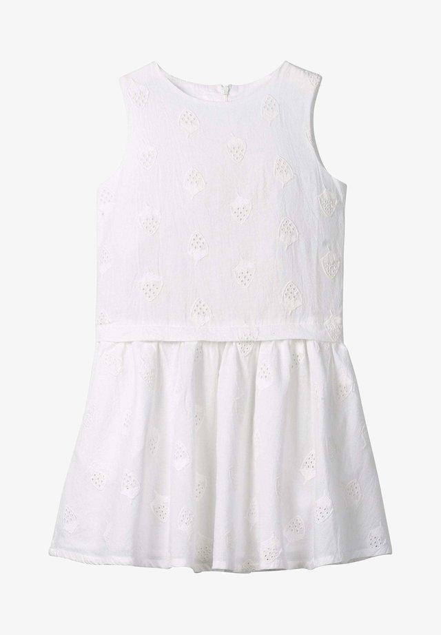 MIT ERDBEER LOCHSTICKEREI - Day dress - white